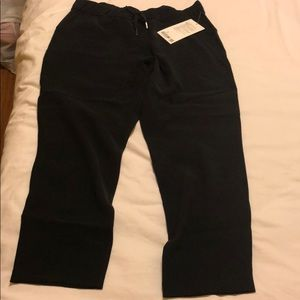"Lululemon on the fly pant 25"" woven"
